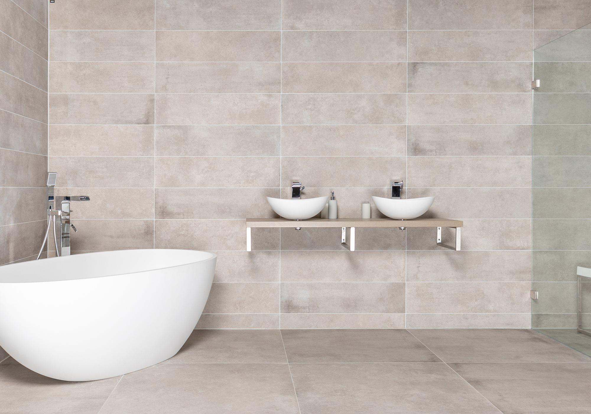 moderne-badkamer-bad-inloopdouche.jpg