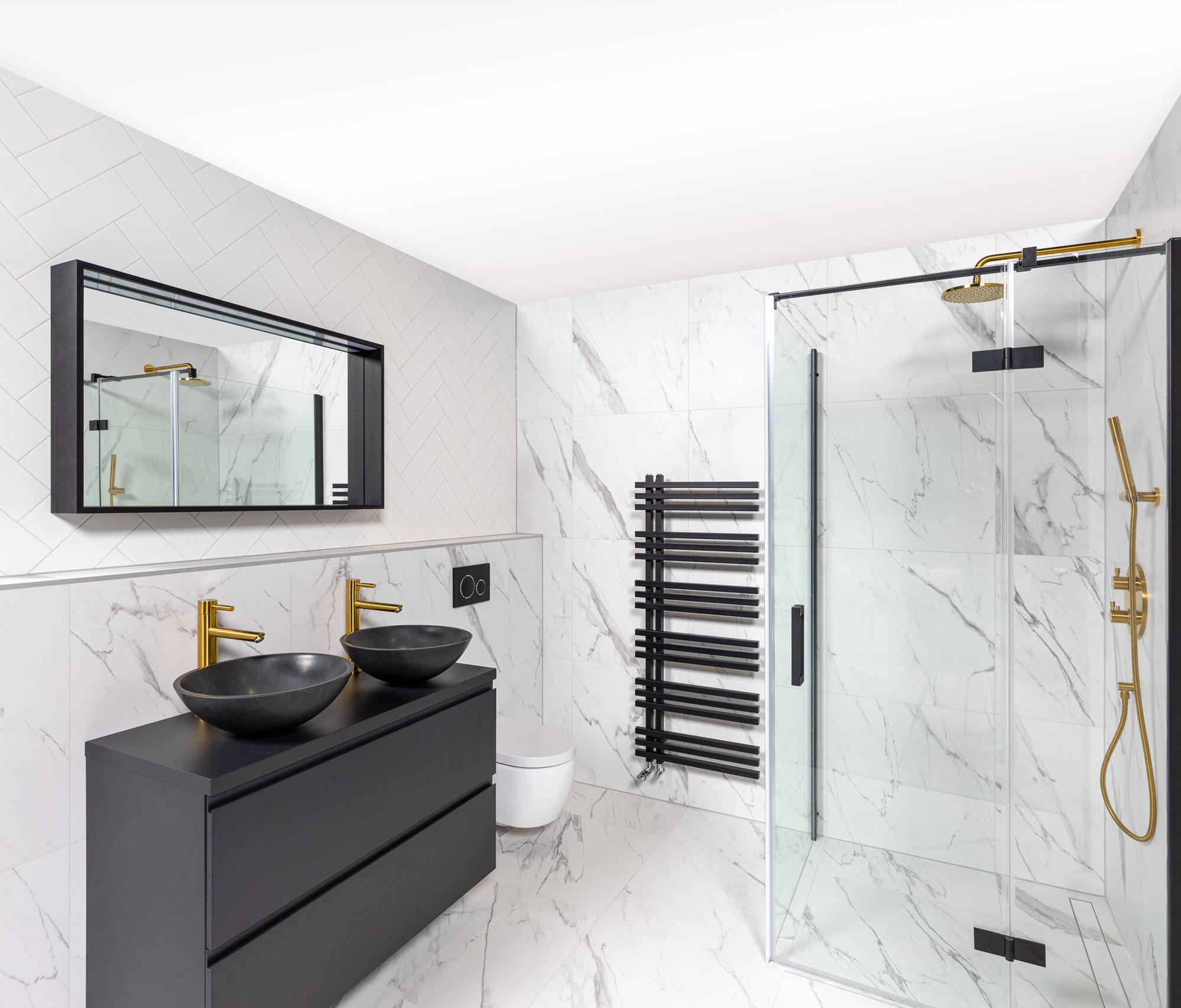 badkamer-marmerlook-tegels-wit.jpg