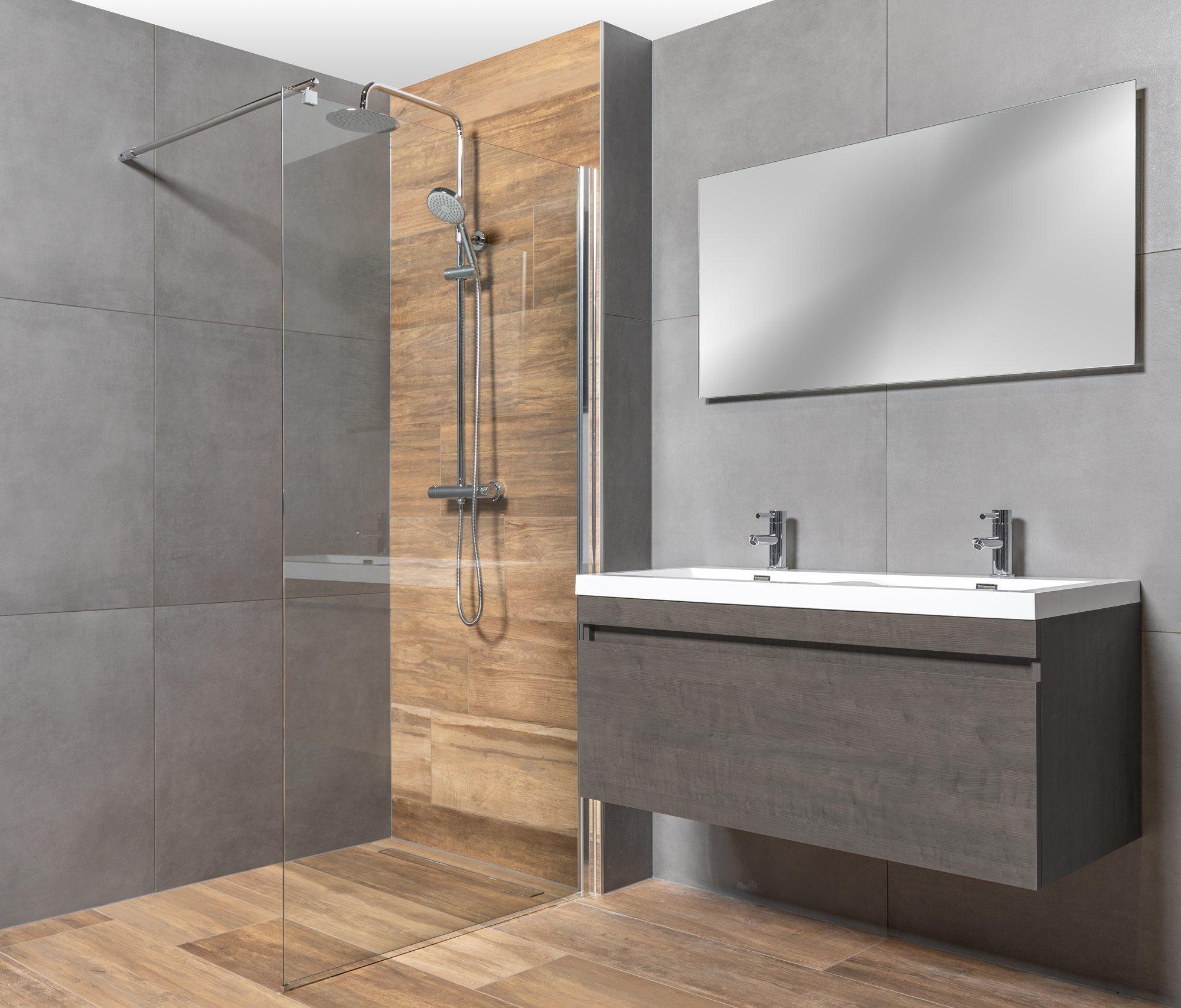 badkamer-houtlook-tegels-grijze-tegels.jpg