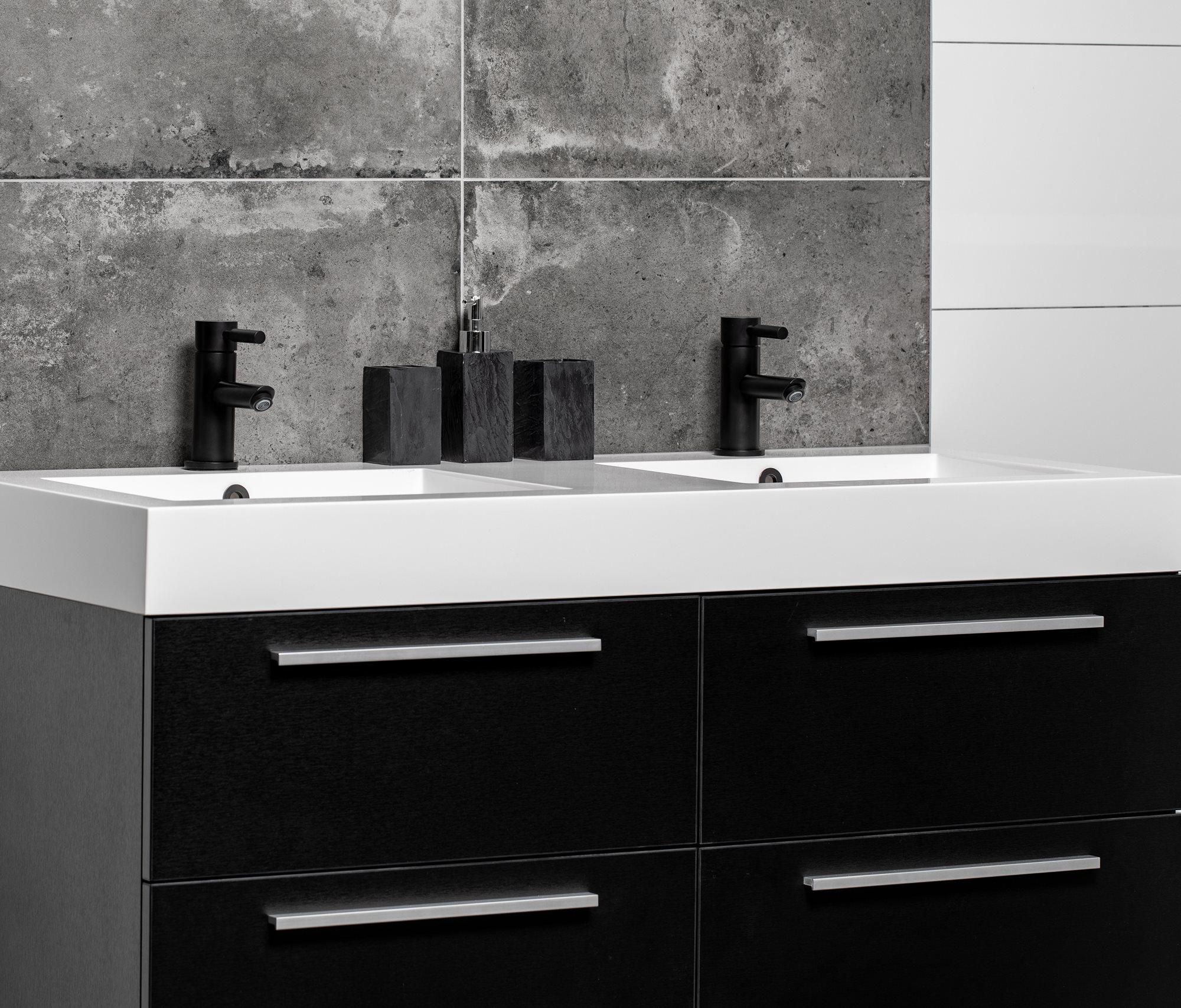 zwart-badkamermeubel-4-lades.jpg