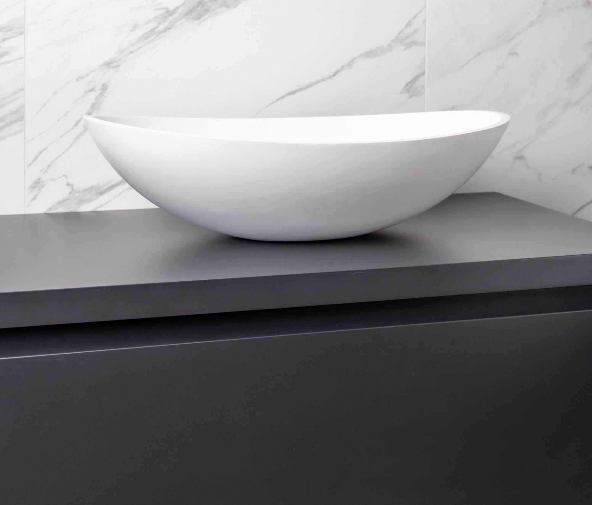 zwart-badkamermeubel-witte-waskom.jpg