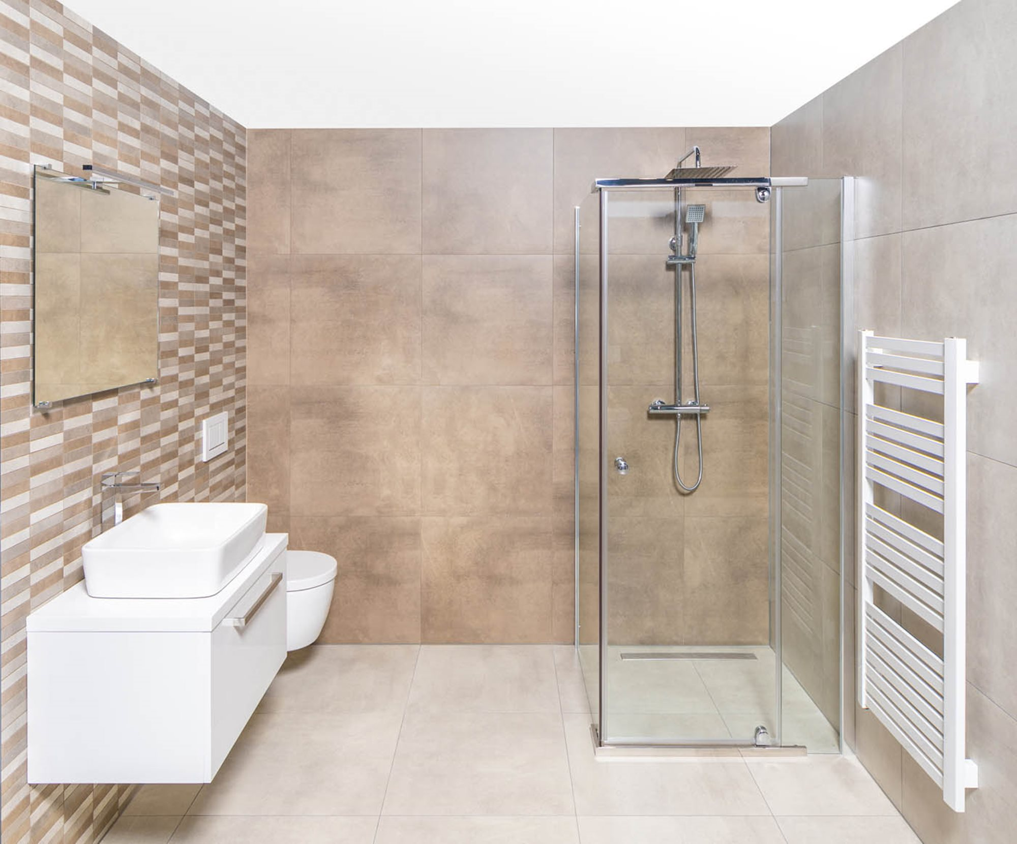 tips-douchecabine-schoonmaken-douchecabine-beige-tegels-wit-badkamermeubel-waskom-witte-radiator.jpg